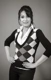 Dorosła indyjska kobieta w studiu odizolowywającym na popielatym fotografia royalty free