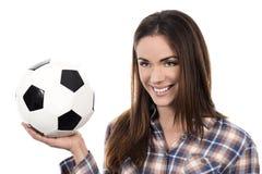 Dorosła kobieta z piłką zdjęcia stock