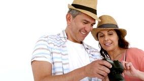 Dorosła para cieszy się moment z kapeluszem zbiory wideo