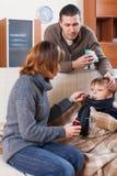 Dorosła pary czułość dla syna Zdjęcie Royalty Free