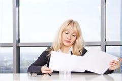dorosłego dokumentów w połowie kobiety praca Zdjęcie Royalty Free