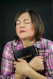 Dorosłej kobiety modlenie fotografia stock
