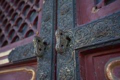 dorosły dziecka drzwiowej rękojeści chwyta kędziorek Zdjęcia Royalty Free
