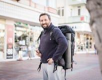 Dorosły mężczyzny backpacker obrazy royalty free