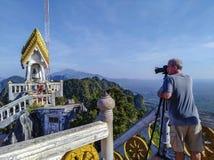 Dorosły mężczyzny turysty fotograf zdjęcie stock