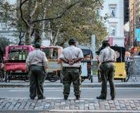 Dorosły, mundurujący parkowi posługacze widzieć przy central park, Nowy Jork miasto fotografia stock