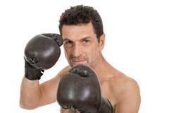 Dorosły uśmiechnięty mężczyzna boksu sporta rękawiczek bokser odizolowywający Zdjęcie Royalty Free