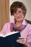 Dorosłej kobiety czytanie Obraz Stock