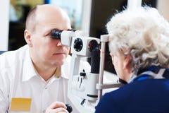 Dorosła okulistyka lub optometry Zdjęcia Royalty Free