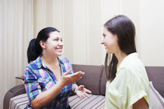 Dorosły siostry communicat Zdjęcie Royalty Free