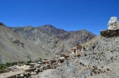 Dorp in de Bergketen van Himalayagebergte Stock Afbeeldingen