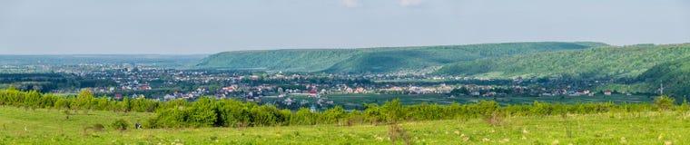 Dorp in de Oekraïne, breed panorama stock afbeelding
