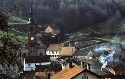 Dorp in de Vallei in Oostelijk Frankrijk Stock Foto