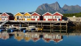 Dorp door het overzees in Noorwegen Royalty-vrije Stock Afbeelding