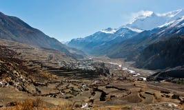 Dorp in Himalayagebergte in Annapurna-gebied stock afbeeldingen