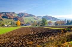 Dorp in Kaczawskie-berg in Sudety tijdens de herfst, Polen Royalty-vrije Stock Foto's