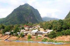 Dorp Nong Kiaw in Laos stock afbeeldingen