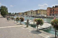 Dorp op het Meer Garda Stock Foto