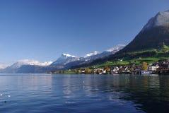 Dorp op Meer Luzerne Royalty-vrije Stock Foto's