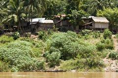 Dorp op Mekong Rivier, Laos Stock Foto's