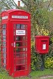 Dorp Phonebox & Postbox Stock Afbeelding