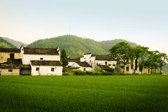 Dorp in platteland het Zuid- van China stock afbeelding