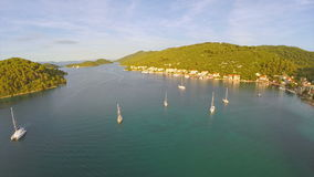 Dorp Polace op eiland Mljet, lucht Royalty-vrije Stock Foto's