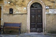 Dorp in Toscanië, oud centrum Het beeld van de kleur royalty-vrije stock fotografie