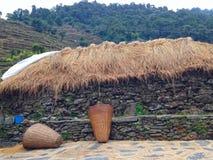 Dorp in trek van de Bergenannapurna van Himalayagebergte Stock Afbeeldingen