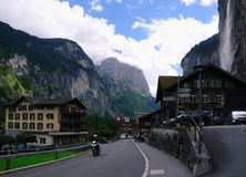 Dorp van Lauterbrunnen in Lauterbrunnen-Vallei in Zwitserland Stock Foto