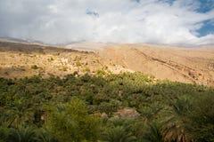Dorp van Misfat-al Abriyyin met zijn oase van dadelpalmen Oman stock foto's