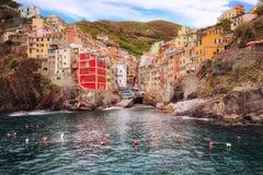 Dorp van Riomaggiore, Cinque Terre Riomaggiore, Italië voorzijde royalty-vrije stock fotografie