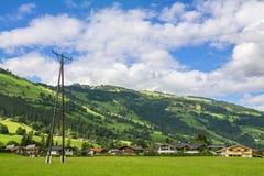 Dorp van Westendorf, Brixental-Vallei in Tirolean Alpen, Oostenrijk, stock afbeeldingen