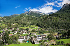 Dorp in Zwitserse Alpen, Zermatt-gebied royalty-vrije stock foto