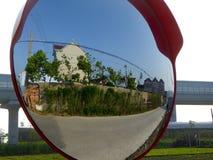 Dorpsscène in de convexe spiegel Royalty-vrije Stock Foto's