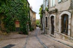 Dorpsscène in de Provence Stock Afbeeldingen