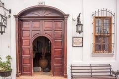 Dorr på ingången till hotellet i Jalapa, Guatemala Royaltyfria Foton