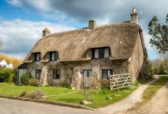 Dorset ha ricoperto di paglia il cottage immagini stock