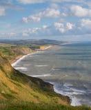 Dorset-Küstenlinie, die in Richtung des Westschachtes blickt Lizenzfreies Stockbild