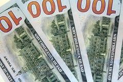 Dorso de cientos billetes de banco del dólar Fotografía de archivo libre de regalías