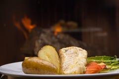 Dorsz ryba z gruli confit i smażonymi warzywami Fotografia Stock