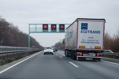 Dortmund Niemcy, Grudzień, - 14, 2018: Drogowy ruch drogowy na niemieckim autobahn 44, autobahn 1, autobahn 2 fotografia stock