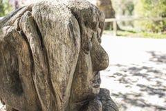Dortmund, Ruhr teren, Północny Rhine Westphalia Niemcy, Kwiecień, - 16 2018: Drewniany sculputre przy Romberg parkiem w Brà ¼ nni obrazy royalty free