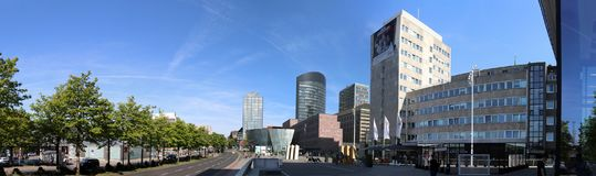 Dortmund, Ruhr teren, Północny Rhine Westphalia Niemcy, Kwiecień, - 16 2018: Panorama dormund miasto obrazy royalty free