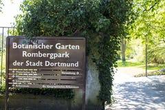 Dortmund, Ruhr teren, Północny Rhine Westphalia Niemcy, Kwiecień, - 16 2018: Romberg parka znak przy wejściem zdjęcia stock