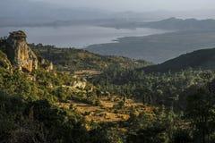 Dorze by in mot sjön Abaya ethiopia Royaltyfri Fotografi