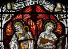 Dos ángeles que hacen música y que cantan Fotos de archivo libres de regalías