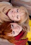 Dos adolescentes al aire libre Fotografía de archivo libre de regalías