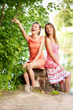 Dos adolescentes de la risa Fotografía de archivo libre de regalías