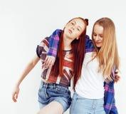 Dos adolescentes de los mejores amigos junto que se divierten, presentando emoti Imagen de archivo